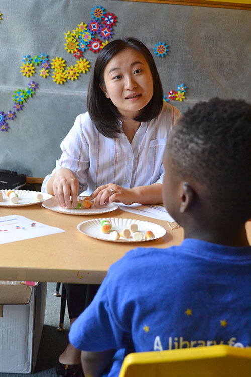Lili Cai explains how to a child how to understand the difference in structures for different materials.