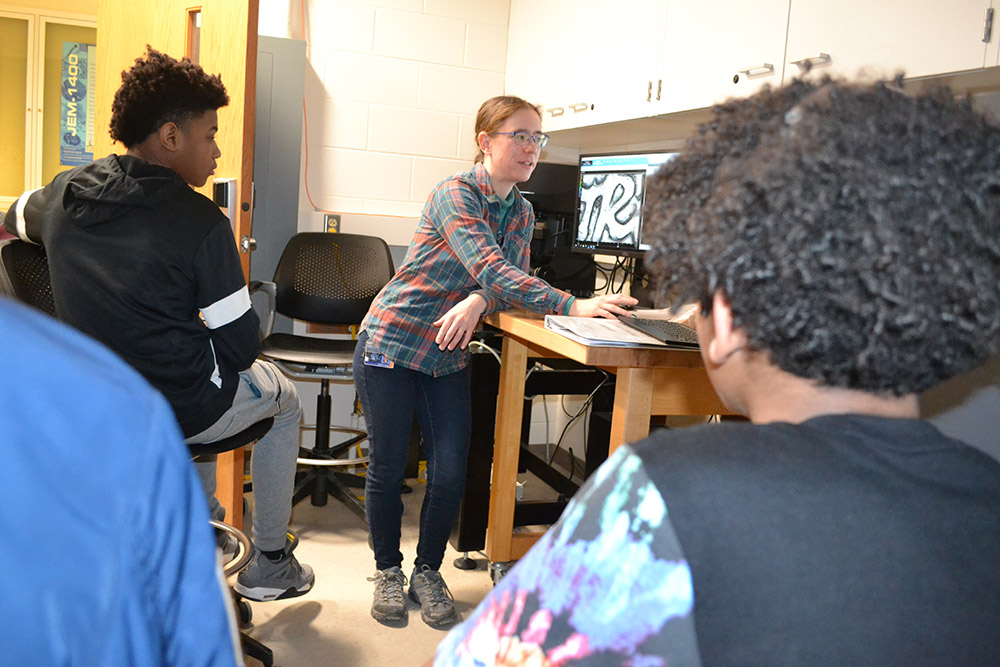 Kathy Walsh teaches Franklin STEAM Academy middle schoolers about scanning probe microscopy during a Franklin  tour of MRL