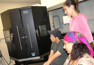 IGERT students and Atomic Force Microscope.