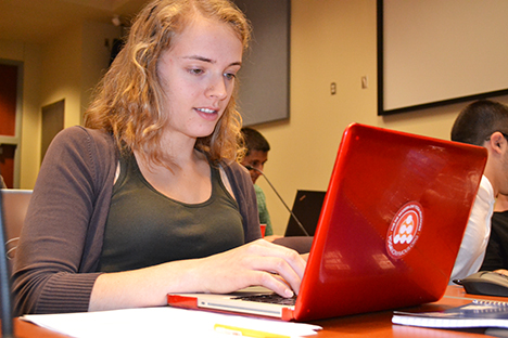 2014 Blue Waters intern works on parallel coding during one of the training sessions.